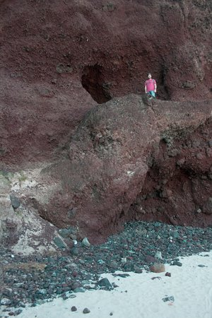 Playa Ovahe: Strange small opoening located on the beach but not deep.