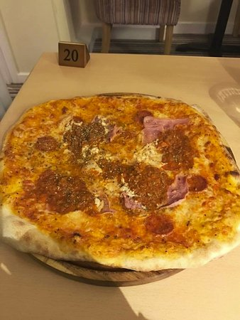 Attleborough, UK: Pizza Misto