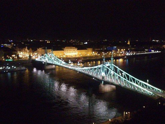 Photo of Bridge Liberty Bridge (Szabadsag hid) at Vamhaz Korut, Budapest, Hungary