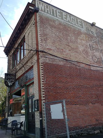 McMenamins White Eagle Saloon and Rock & Roll Hotel: The hotel is a short walk from the MAX light rail.