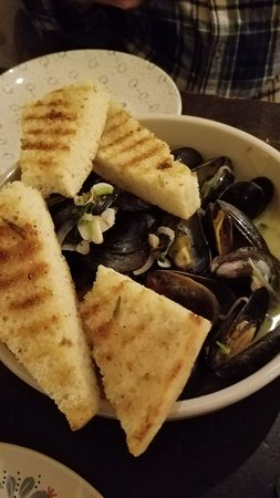 Ludlow, VT: such great flavor in the mussels - and love that it came with enough dipping bread