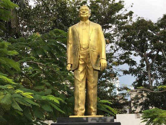 N .M. Perera Statue