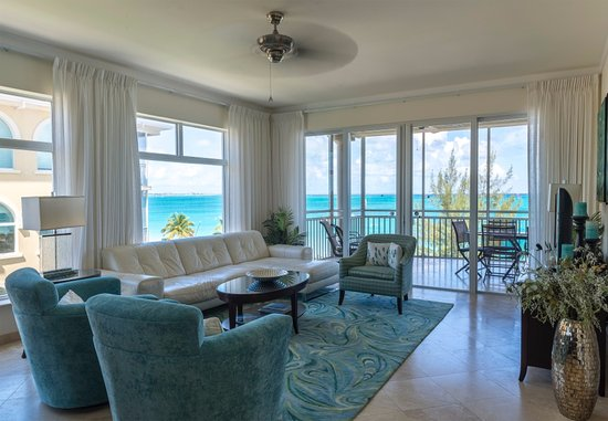 ذا توسكانا أون جريس باي: All living rooms are beautifully appointed. 