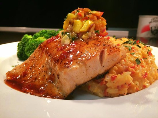 Cafe Portofino: Salmon topped with fresh mango salsa and cheddar risotto