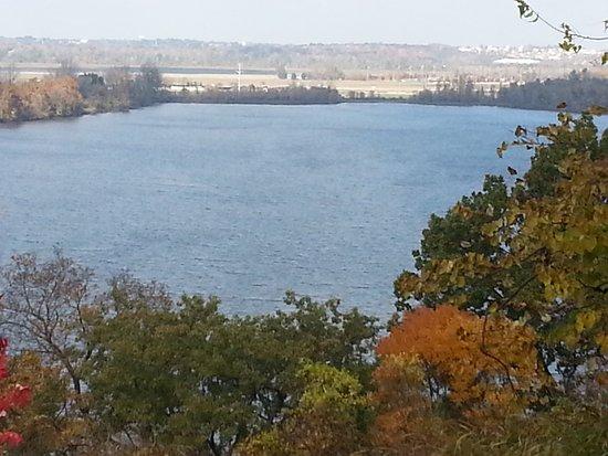 Creve Coeur, MO: Overlooking Creve Cour Lake