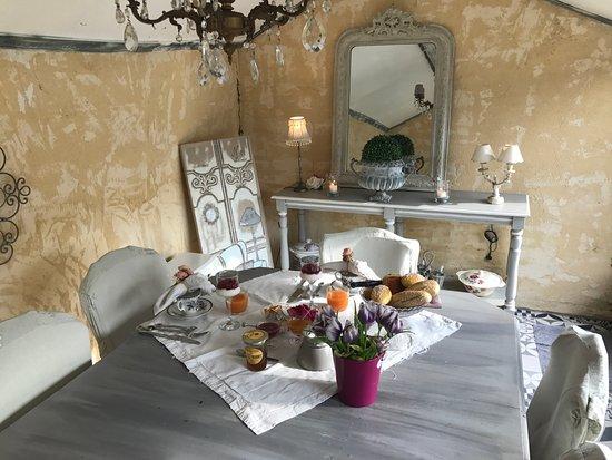 Cabries, Frankrijk: Breakfast