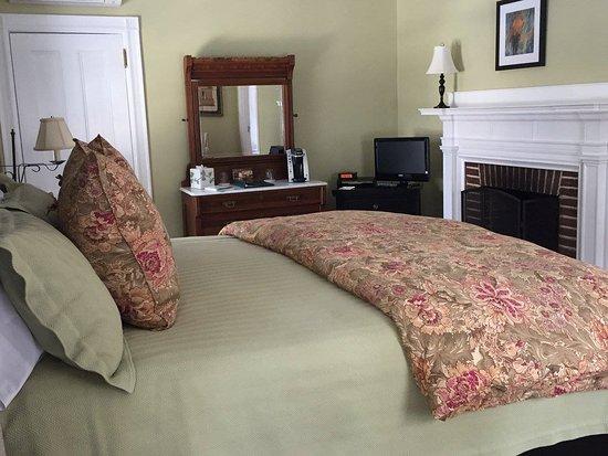 Lenox, MA: Newly renovated Egleston Room