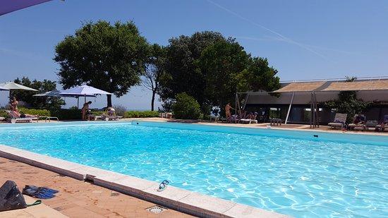 Emilia le plus bel hôtel sur la route du Monte Conero avec une superbe vue, du raffinement et du calme.