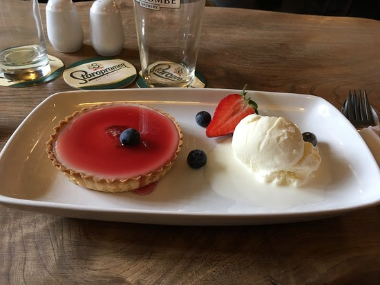 Ide, UK: Well presented dessert