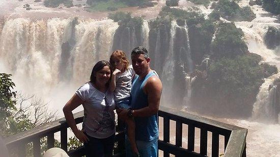 Cataratas do Iguaçu: Parece moldura, mas é a natureza esplendorosa.