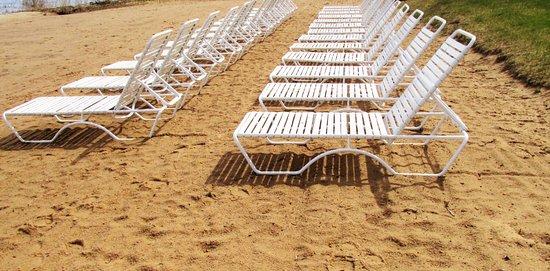 North Shore Inn: 200ft private sandy beach