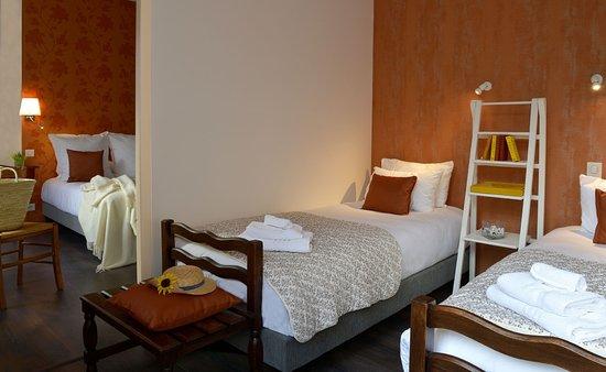 h tel les trois rois issoudun france voir les tarifs et 32 avis. Black Bedroom Furniture Sets. Home Design Ideas
