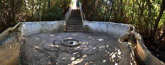 Generalife: Water stairs, water runs in hand rail