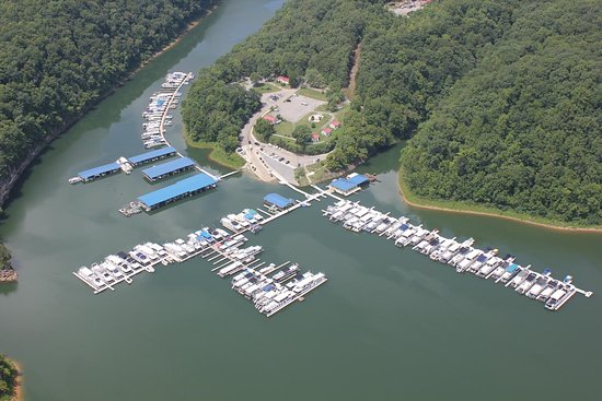 Smithville, TN: Fishlipz Resort & Grill at Pates Ford Marina