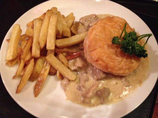 Sledmere, UK: Pheasant Pie special