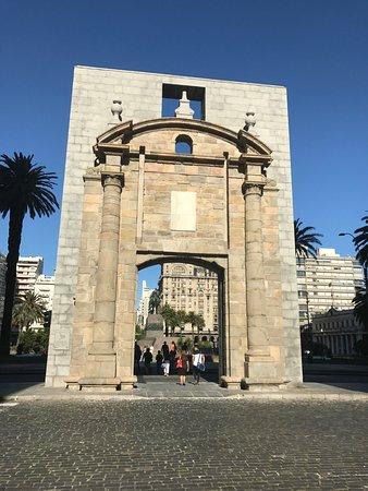 Photo of Monument / Landmark Puerta de la Ciudadela at Peatonal Sarandi Y Calle Juncal. Ciudad Vieja, Montevideo, Uruguay