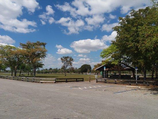 Hialeah, Floryda: Parque Amelia, jardin y zona para hacer barbacoas