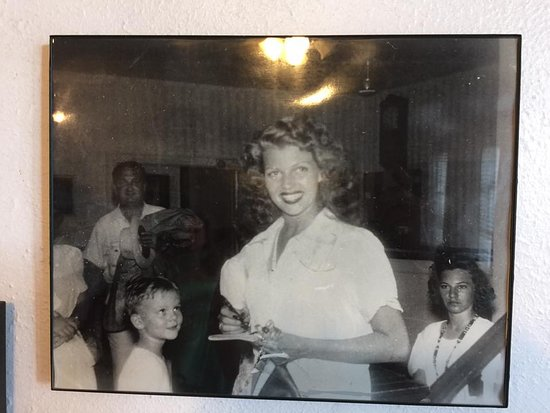 Luther Hotel: Pic of Rita Hayworth- she frequented the hotel