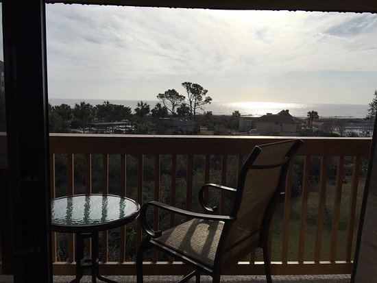 Hilton Head Island Beach & Tennis Resort: Nice sitting area to enjoy your coffee in the mornings or drinks in the evening