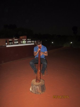 Sounds of Silence Experience : Didgeridoo player