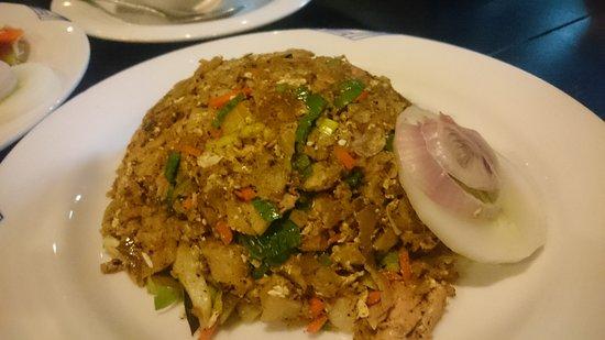 Ambepussa Avanhala : Fried Noodles