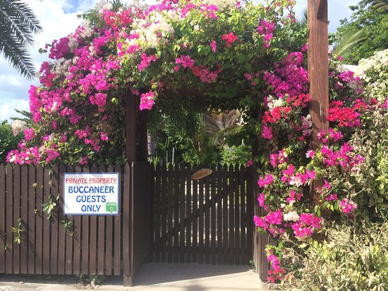 Buccaneer Beach Club: entrance