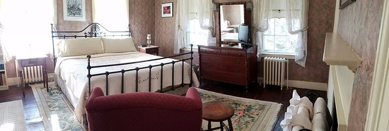 Northfield, MA: Stawberry Banke Room, another view.