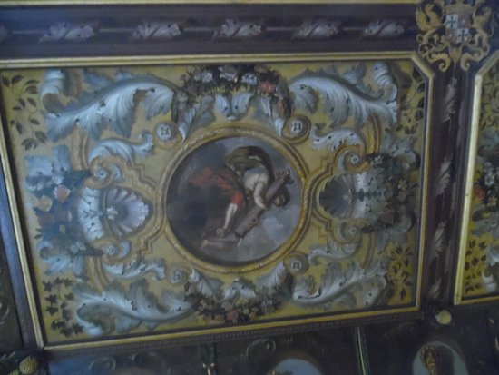 Bilzen, Bélgica: One of the four virtues on the ceiling in the castle