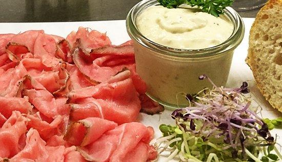 Ried Im Innkreis, Austria: Roastbeef mit hausgemachter Sauce Tartar