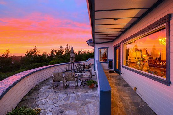 Bay Hill Mansion Bed and Breakfast: Amazing sunsets from all rooms