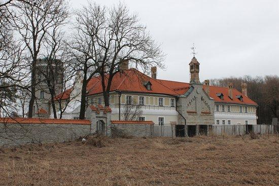 Maarjamae Palace Estonian History Museum (Maarjamae Loss): Центральное здание музея.
