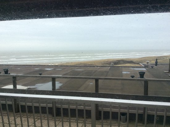Strandhotel Het Hoge Duin: Uitzocht vanuit hotel kamer.