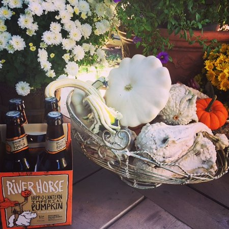 Windham, Estado de Nueva York: Autumn time = pumpkin beer time, with a sugar and cinnamon rim on the glass!