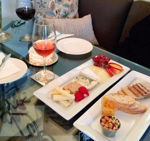 Windham, Estado de Nueva York: Cheese and rosé all day