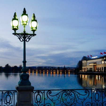 Анген-ле-Бен, Франция: View from the hotel entrance!...