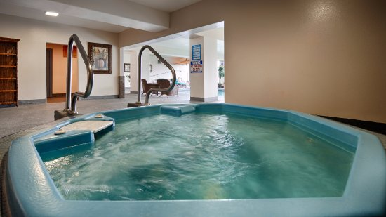 Best Western Pier Point Inn: Indoor Jacuzzi Overlooking the Siuslaw River