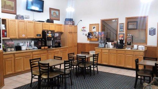 Super 8 Keokuk: Breakfast area