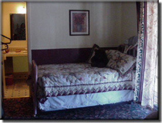 Chemult, OR: The Jessup Room Trundle Bed