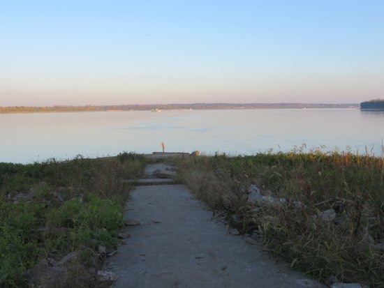Cairo, IL: looking downriver at the point of confluence of the Mississippi (right) and the Ohio (left) Rive