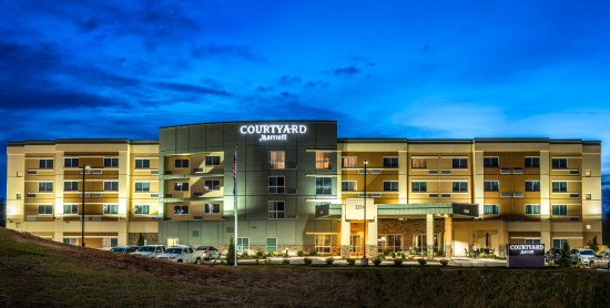Somerset, KY: Hotel at dusk