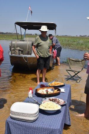 Maun, Botswana: Sandbar lunch