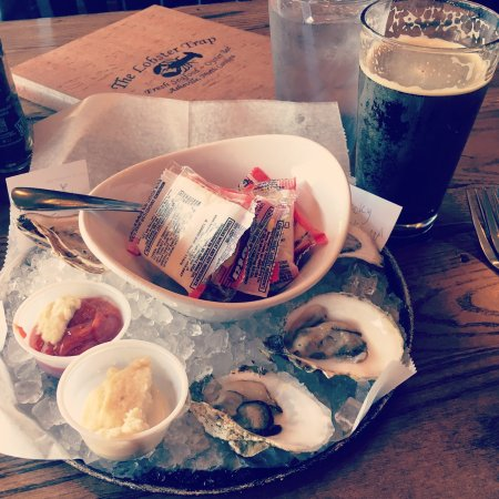 The Lobster Trap : Half dozen cold water oysters and the Oyster House Stout.