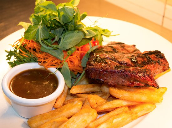 Ashmore, Australien: 200g Rump steak & chips