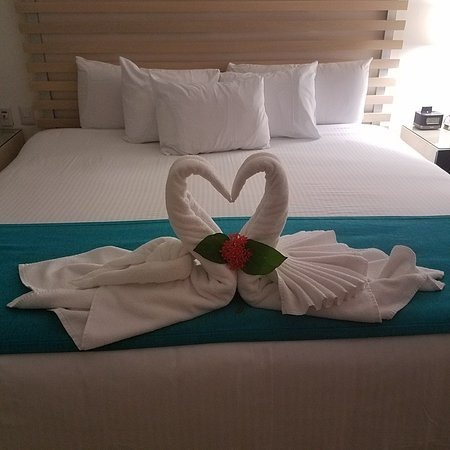 Villa del Palmar Beach Resort & Spa: Photo of bed after a great day!