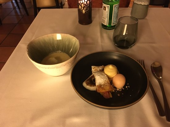 Le Davoli : The 38€ menu. 2 appetizer, the egg starter, beef main course, fruits desert and another appetize