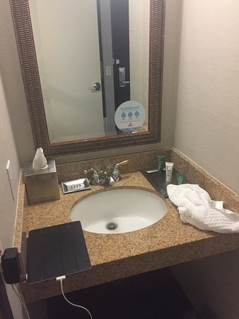 Concord, Californien: Tiny sink area