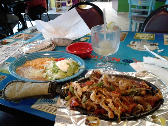Brunswick, OH: Chicken fajitas