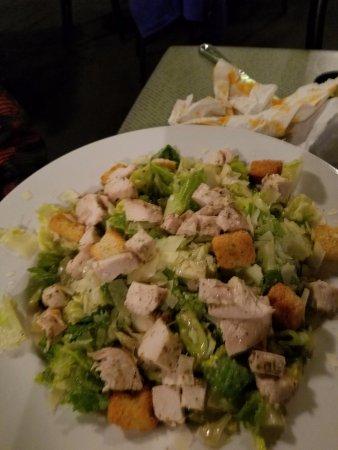 Harpoon Hanna's Restaurant : Chicken Ceasar Salad