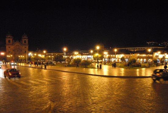 Plaza de Armas Cusco Hotel: AO REDORES NA PLAZA DE ARMAS