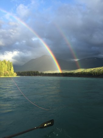 Cooper Landing, Аляска: Double rainbow with Five Dogs Fishing on the Kenai River